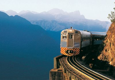 Trem indo para cidade de Morretes